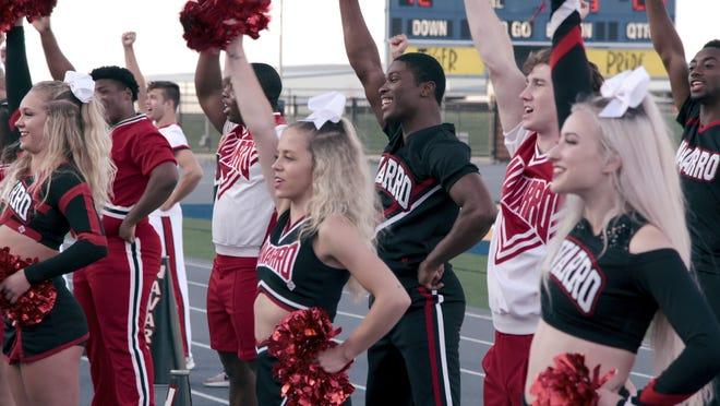"""Le cheerleading n'est pas ce que vous pensez que c'est, comme le prouve la série docu addictive et empathique de Netflix, """"Acclamation."""""""