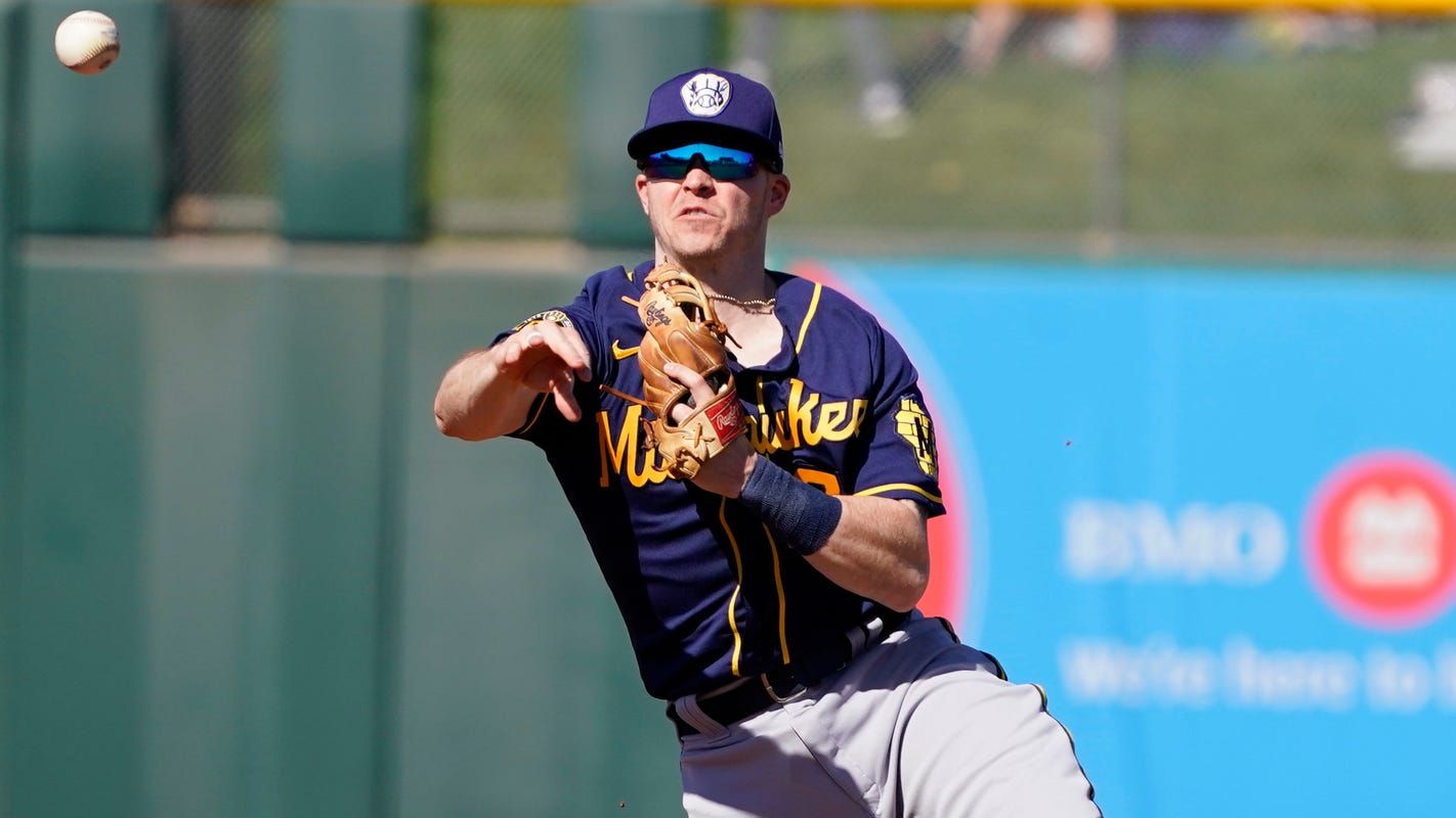If the Brewers' Brock Holt had opted out of playing due to COVID-19, he felt 'my baseball career would be over'