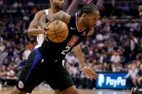 Los Angeles Clippers forward Kawhi Leonard (2) drives against the Phoenix Suns during the first half of an NBA basketball game, Wednesday, Feb. 26, 2020, in Phoenix. (AP Photo/Matt York)