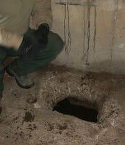 El túnel estaba a unos 15 a 20 pies bajo tierra en su punto más profundo y a unos 30 pies de principio a fin.