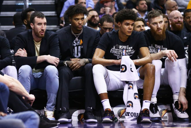 Phoenix Suns forward Kelly Oubre Jr. (3) watches from the bench with an injury against the LA Clippers in the first half at Talking Stick Resort Arena on Feb. 26, 2020 in Phoenix, Ariz.