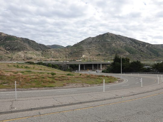 Southbound Highway 101 as seen from the Seacliff offramp  south of La Conchita.