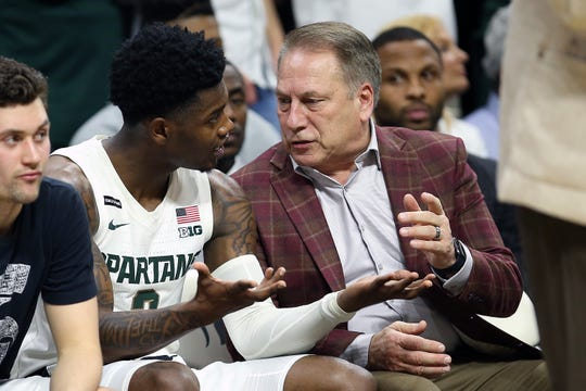 Michigan State Spartans head coach Tom Izzo talks to Michigan State Spartans guard Rocket Watts (2) during the second half a game at the Breslin Center.