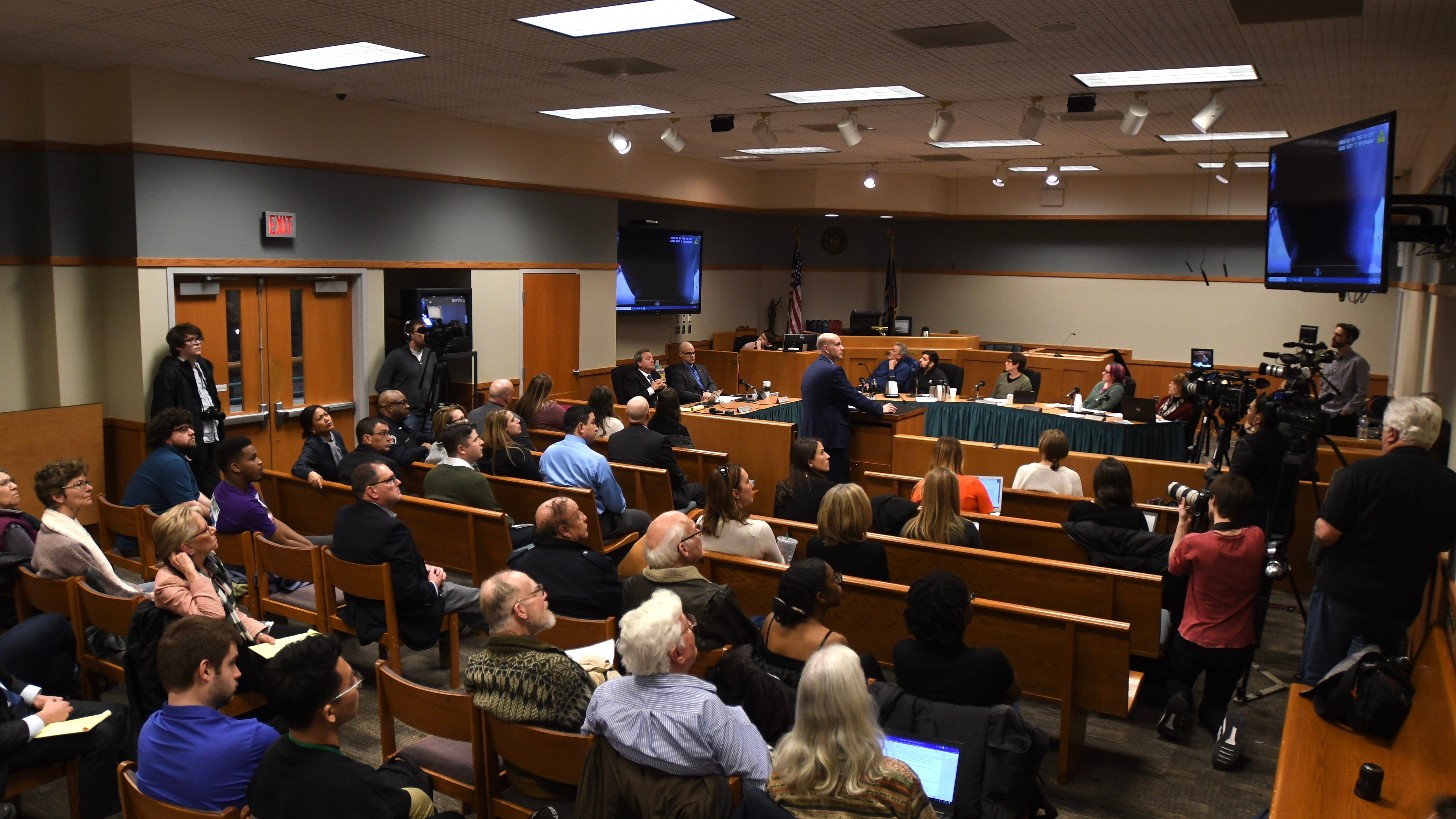 East Lansing police : Insufficient evidence in excessive force inquiry