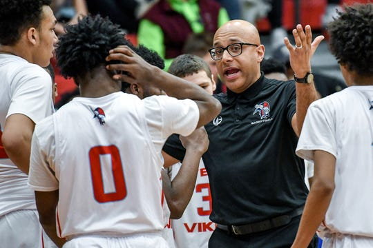 Everett's head coach KC Keyton talks to the team during the second quarter on Friday, Feb. 28, 2020, in Lansing.