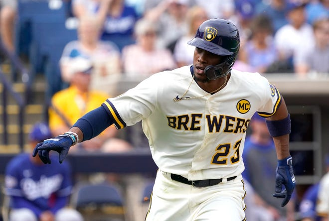 Centerfielder Keon Broxton is back in the Milwaukee Brewers organization after the club re-signed him this week. This will be Broxton's third stint with the Brewers.