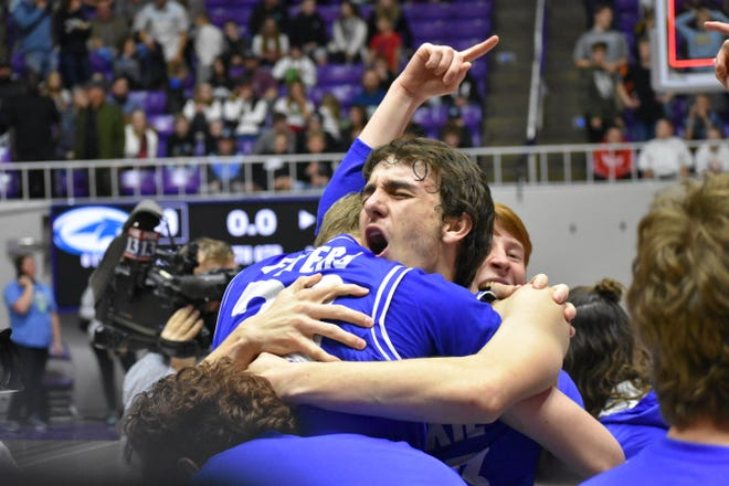 Dixie merayakan setelah mengecewakan Sky View untuk memenangkan kejuaraan negara bagian 4A Sabtu.