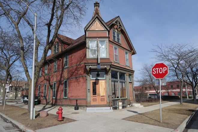 """Lounge 340, in the 300 block of West Reservoir Street, is the location where Milwaukee police officers shot and killed a 49-year-old Milwaukee man Saturday night after being called for a report of a """"subject with a gun,"""" officials said."""