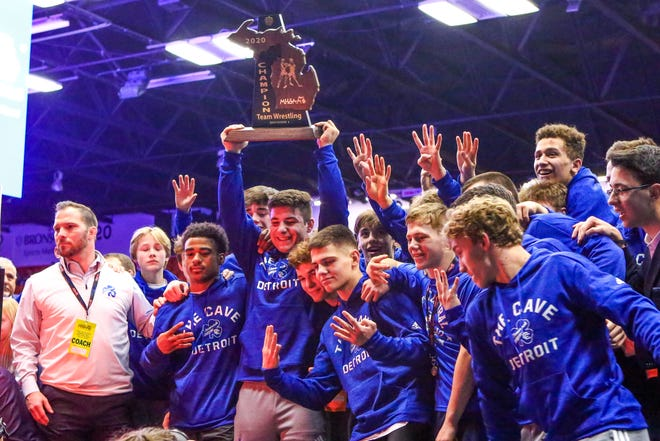 Catholic Central wins its fourth-straight Division 1 team state title.