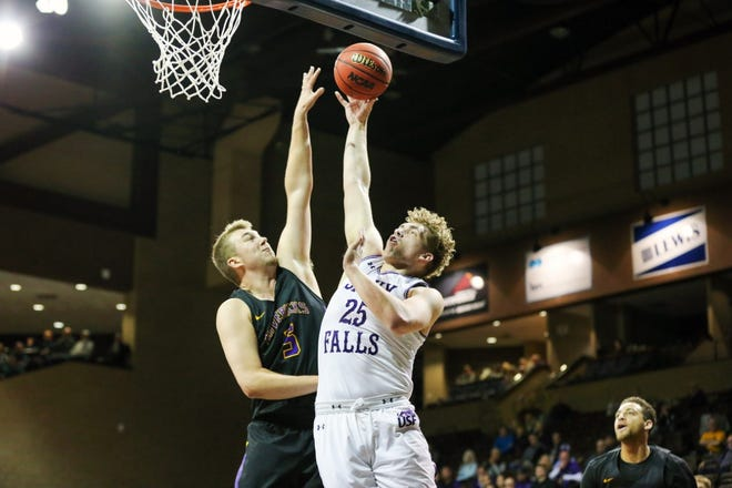 USF's Devin Green goes up for a shot Saturday night in his team's loss to Minnesota state.