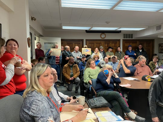 Community members packed into the Ross County Commissioner's meeting room to discuss a resolution that hoped to turn the county into a Second Amendment sanctuary zone. On Monday afternoon, the resolution failed to receive a second motion of approval.