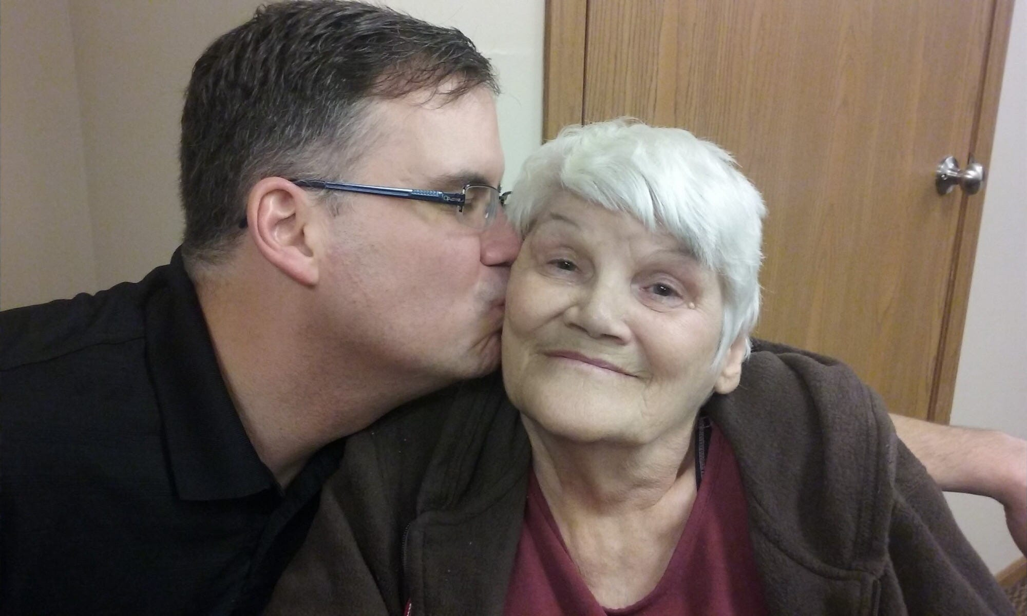 Bryan Daulton kisses his mother, Sicely Daulton. She died in 2017 after falling 16 times at Aperion Care Kokomo, according to a wrongful death suit he filed.