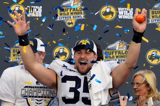 Michigan Wolverines linebacker Joe Bolden (35) celebrates a 41-7 win against the Florida Gators at Orlando Citrus Bowl Stadium on Jan. 1, 2016.