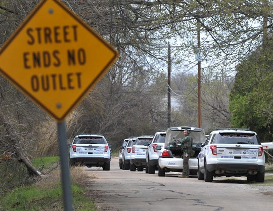 Wichita Falls police responded to a report of a barricaded person, Tuesday morning at a house located in the 900 block of E. Fort Worth.