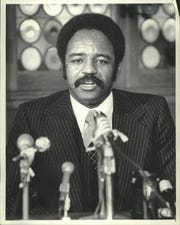 Larry Hisle talks with reporters in 1977.
