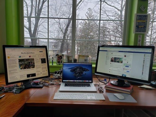 Josh Bernoff's home office setup