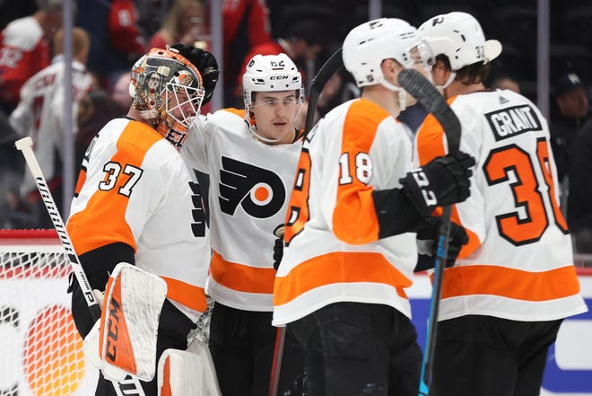 Flyers goaltender Brian Elliott (37) celebrates with teammates after their 5-2 win over the Washington Capitals.