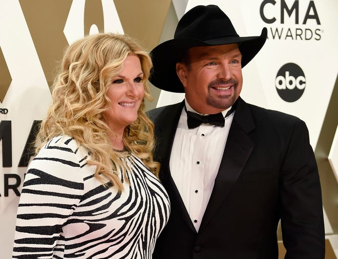 Garth Brooks and Trisha Yearwood are planning a special concert Monday on Facebook.