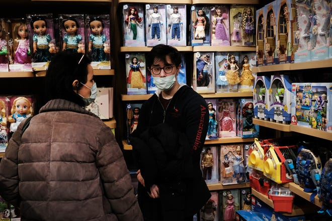 NEW YORK, NEW YORK - MARCH 04: A couple shops with surgical masks as fears of the coronavirus spreading through the U.S. increase on March 04, 2020 in New York City. Travel, business, schools and other aspects of American life are beginning to be affected by the virus as new cases emerge.   (Photo by Spencer Platt/Getty Images) ORG XMIT: 775491894 ORIG FILE ID: 1210393038