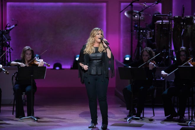 """Trisha Yearwood honored her husband with two songs: """"For the Last Time"""" and """"The Change."""""""