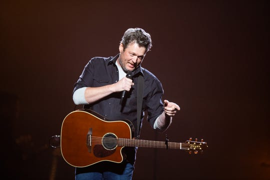 Blake Shelton clearly enjoyed talking to fans at Gila River Arena in Glendale on March 5, 2020.
