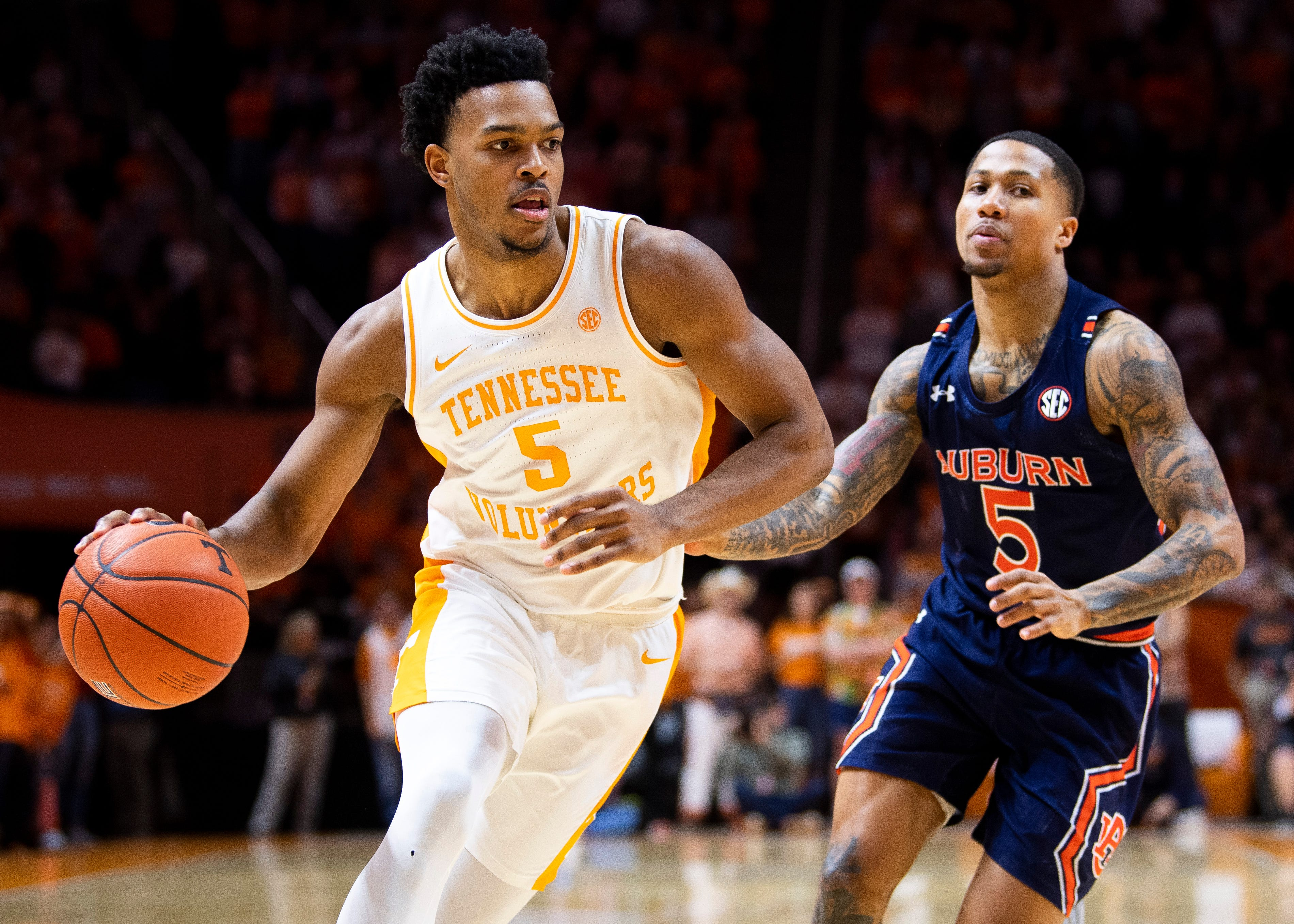 Josiah-Jordan James on Tennessee basketball COVID-19 tests, face...