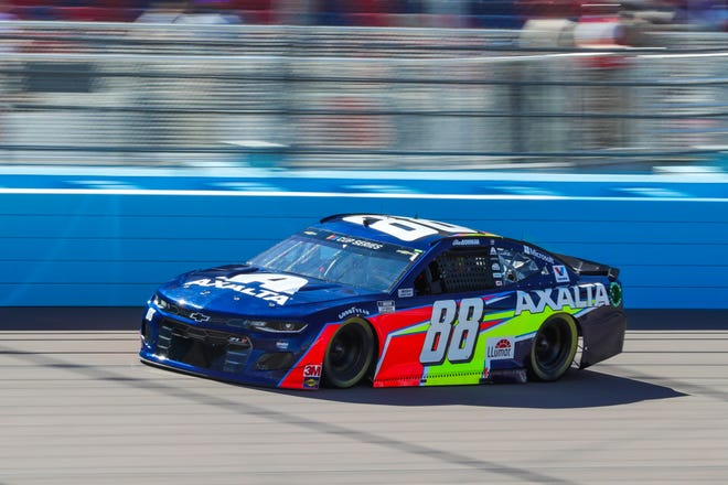 NASCAR Cup Series driver Alex Bowman (88) drives during qualifying for the FanShield 500 on Mar. 7, 2020 at Phoenix Raceway in Avondale, AZ. (Brady Klain/The Republic)