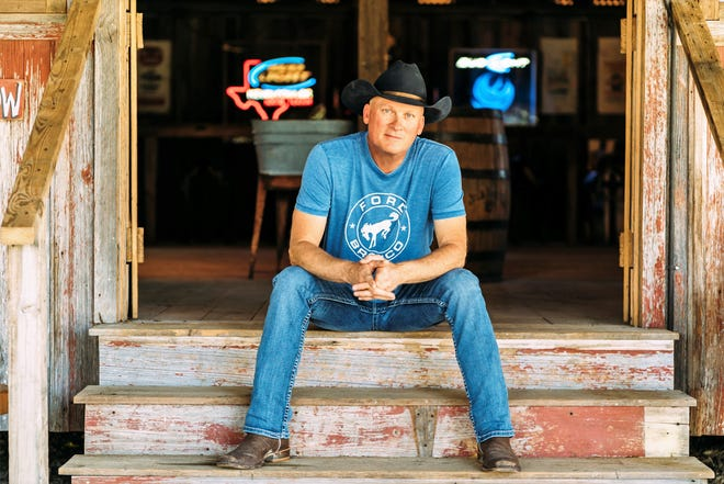 Kevin Fowler has made Texas music his way of life. A cold beer helps.