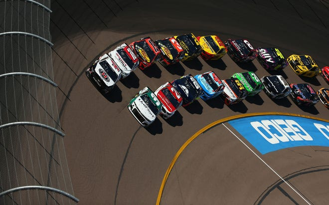 Monster Energy NASCAR Cup Series drivers Chase Elliott (9) and Kevin Harvick (4) lead the pack during a restart at the FanShield 500 at Phoenix Raceway on Mar. 8, 2020 in Avondale, Ariz.