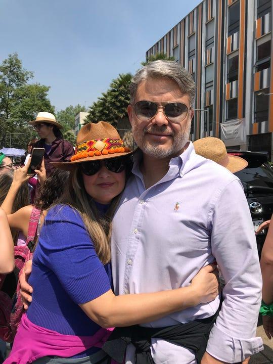 Como padre de familia, al productor le preocupa la situación de inseguridad que se vive en México, por lo que acudió a la marcha, para apoyar a las mujeres.