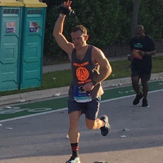 David Osterhoudt running in the Miami Marathon