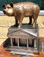 Sum Pig by Kyle Fokken is one of the 2020 SculptureWalk entries.