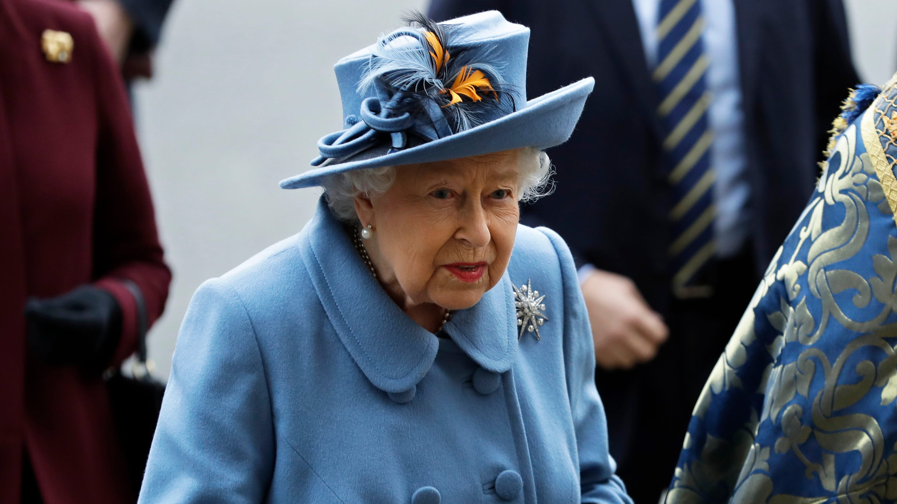 Queen Elizabeth reflects on coronavirus, addresses 'great concern and uncertainty' thumbnail