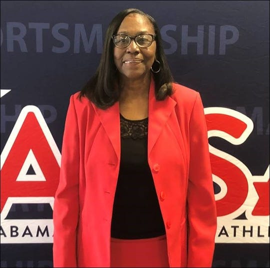 Longtime Craver girls basketball coach Michelle Simmons will be inducted into the Alabama High School Sports Hall of Fame Monday.