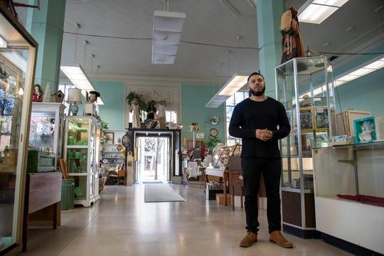 Ernest Rodríguez, copropietario de The Beerded Bean es uno de los nuevos dueños del mercado de antigüedades en la zona centro de Salinas. 7 de marzo de 2020.