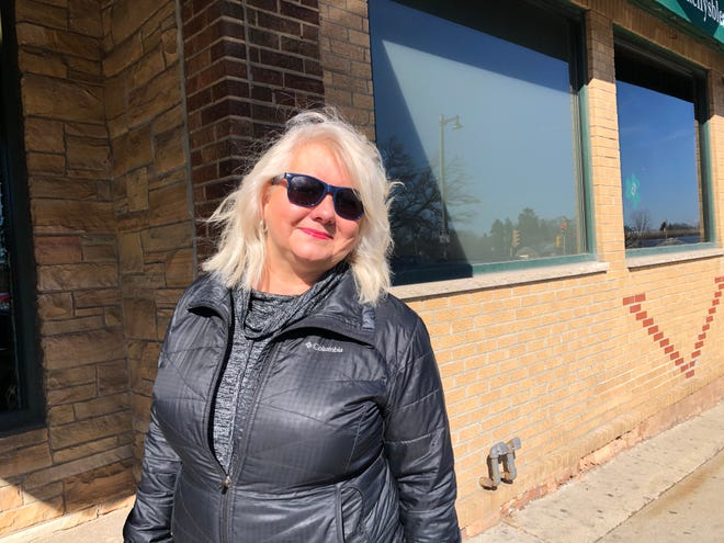 Wauwatosa resident Dianne Crowley is using her background as an event planner to organize a simultaneous toast to support the Molson Coors shooting victims' families.