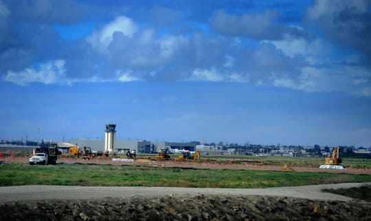 A proposed $32 million jet hangar project at Camarillo Airport is raising concerns it might violate a 1976 agreement between the city of Camarillo and Ventura County that limits the weight of jets at the airport to 115,000 pounds.