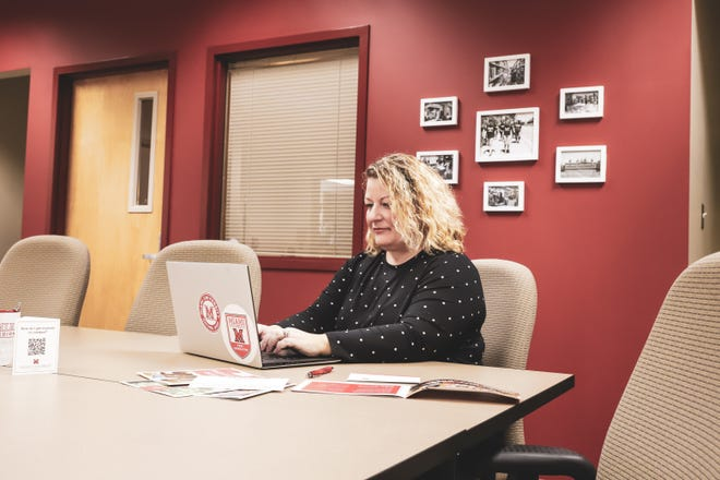 Ann Shelton, regional director of Transfer Pathways and Partnerships at Miami University Regionals, helps students navigate the college transfer process successfully.