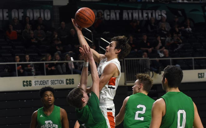 Ridgewood senior Koleten Smith (center) shoots against defense from Fairland's Jordan Williams, Aiden Porter, Gavin Hunt, and Jacob Polcyn. The Generals fell to the Dragons 68-58 in the Region 11 DIII regional semifinal on Wednesday, March 11, 2020, at Ohio University's Convocation Center.