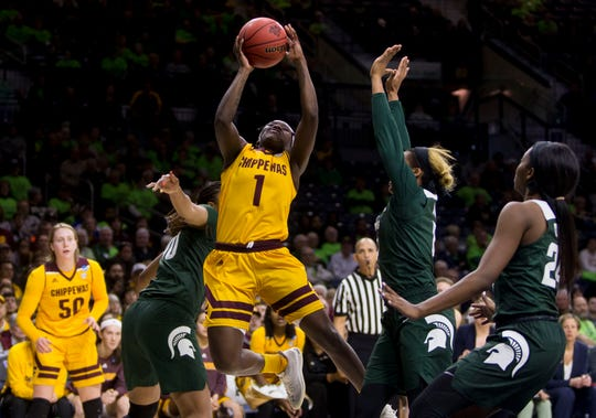 Micaela Kelly (1) and the Central Michigan women will earn the Mid-American Conference's automatic bid if the NCAA Tournament happens.