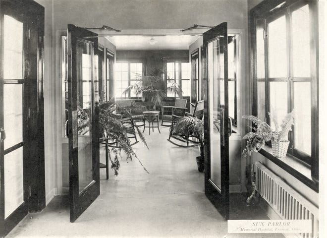 A postcard view of Memorial Hospital .