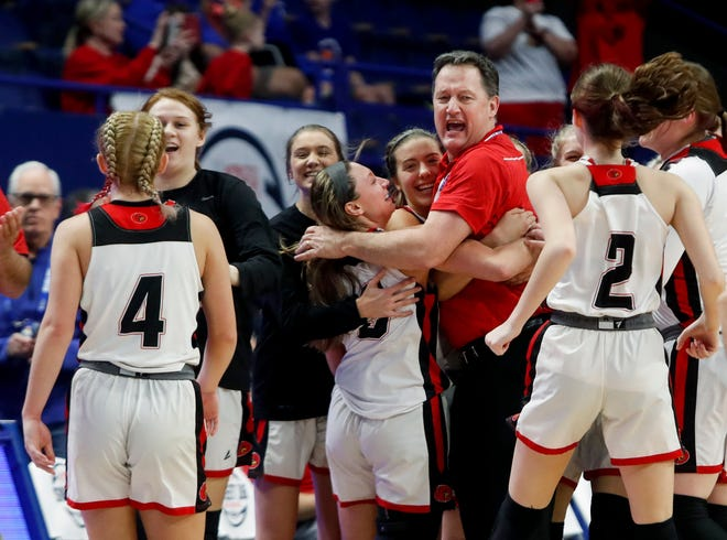South Laurel celebrates after beating Sacred Heart in the state tournament on Mar. 12, 2020.
