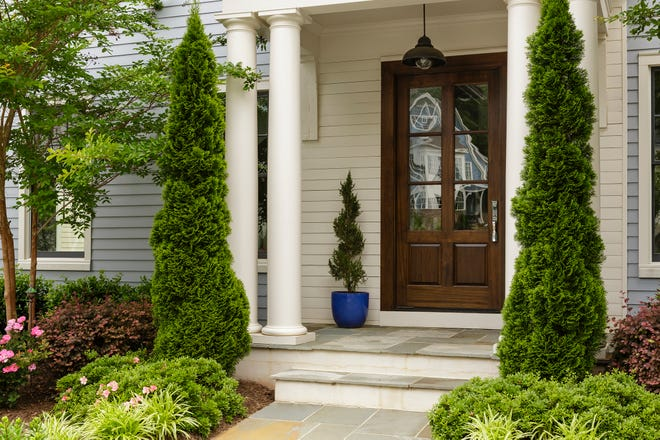 One great thing to do to feel pride in your home and switch to the Spring season is sprucing up your front entrance.