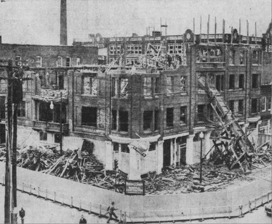 The Vincent Smith company carefully removed the top two floors of the damaged Wilkinson Block in 1943.