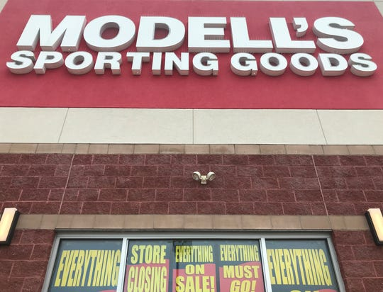 Signs announced a pending store shutdown for Modell's Sporting Goods, which is liquidating its stores under bankruptcy protection.