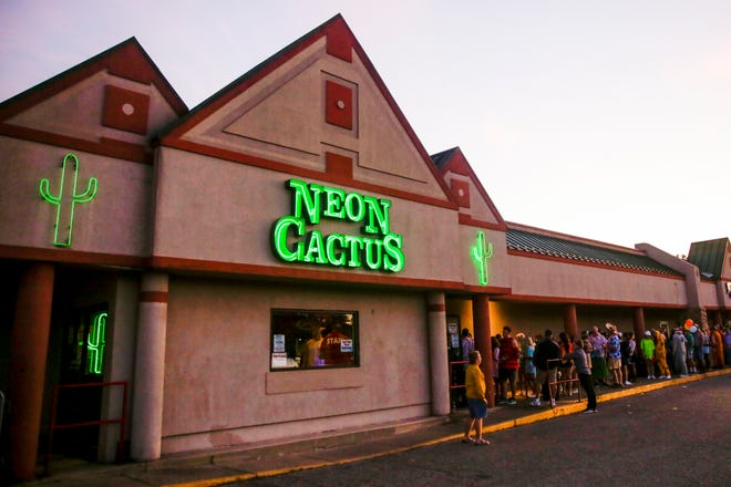 In this pre-pandemic file photo from September 2019, Breakfast Club participants lined up outside the Neon Cactus in West Lafayette.