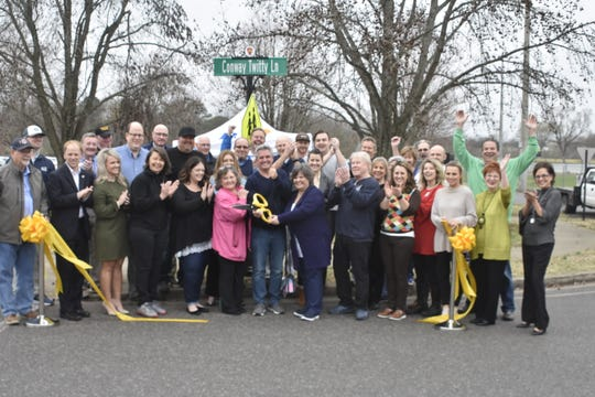 Family members and Hendersonville city officials gathered in Drakes Creek Park on Thursday, March 12 to honor late country music legend Conway Twitty in a ceremony recognizing the newly-established Conway Twitty Lane.