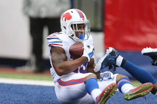 Percy Harvin catches a 51-yard touchdown pass from Tyrod Taylor during the Buffalo Bills' 27-14 win over the Colts on Sept. 13, 2015.