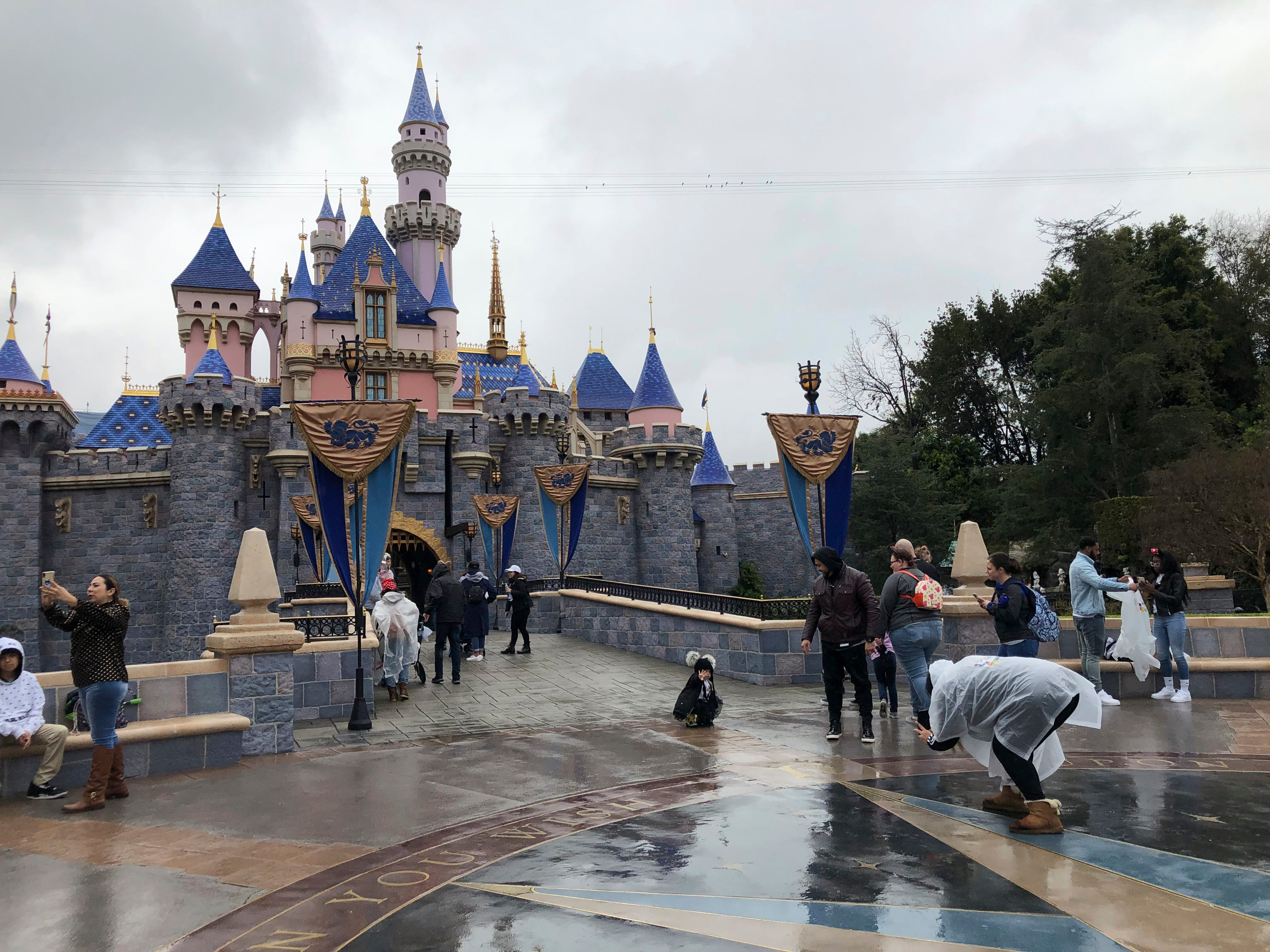 Disneyland, Universal Studios at odds with California over expected theme park guidelines