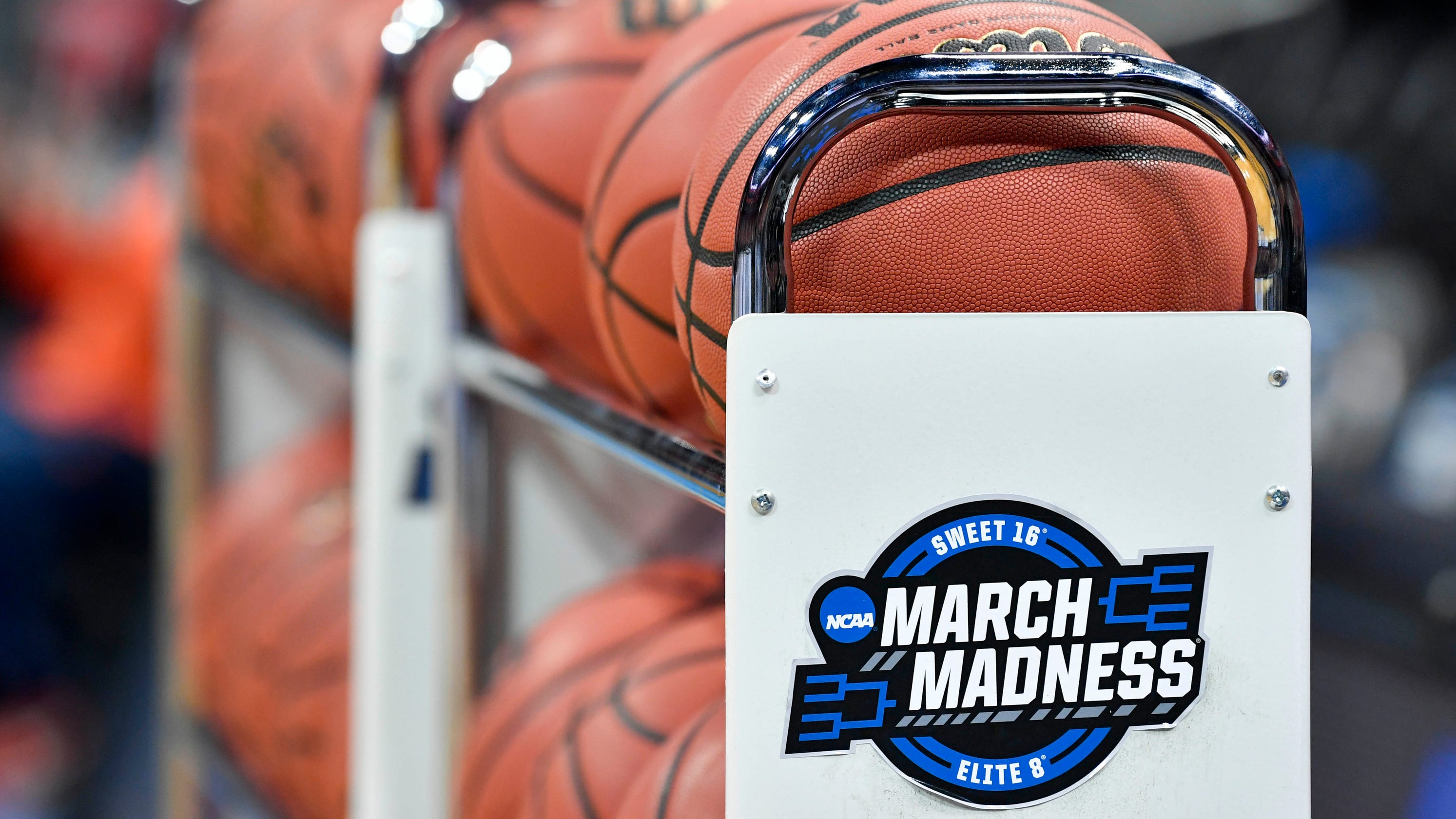 Sports books in Las Vegas are getting creative to offset March Madness betting losses thumbnail